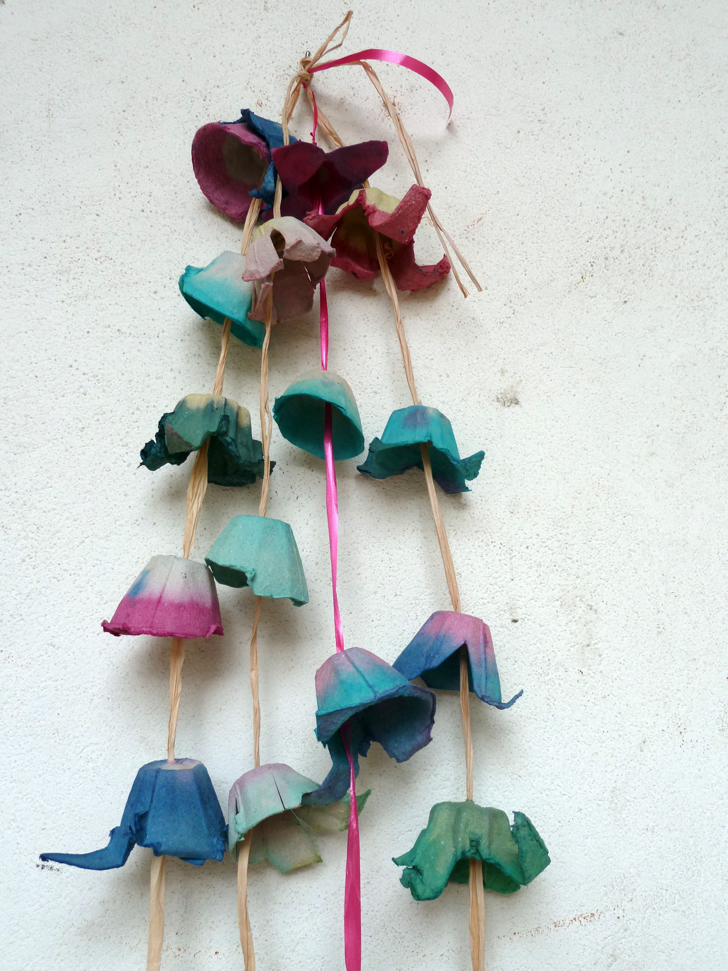 Guirlande florale en boîte d'oeuf